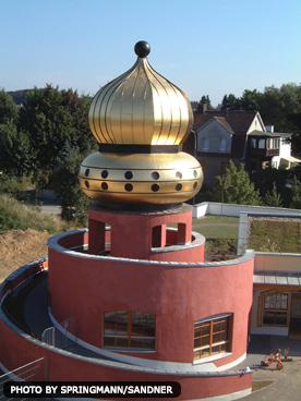 GOLD CUPOLA FOR THE KINDERGARTEN AT DÜSSELER TOR